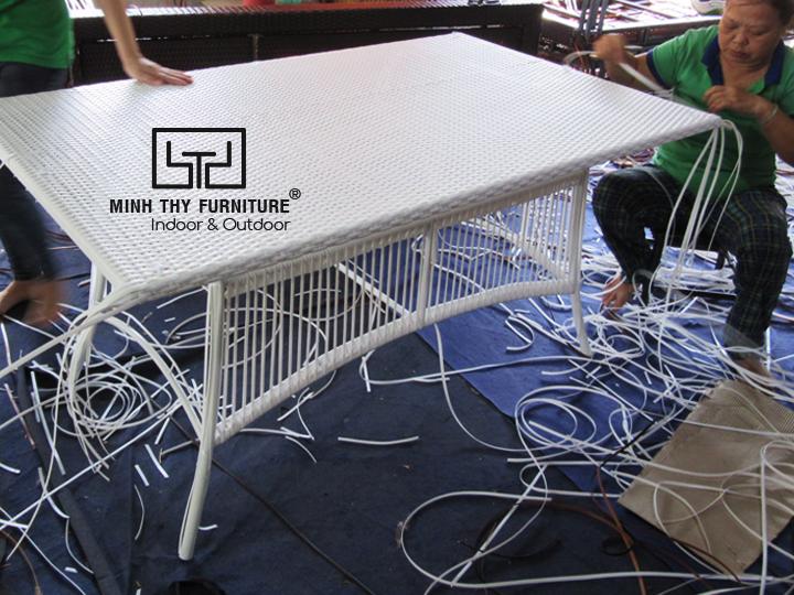 Thời gian để đan hoàn thành sản phẩm bàn ăn nhựa giả mây