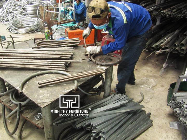 Làm sao để sản xuất ra ghế sắt lưới chất lượng?